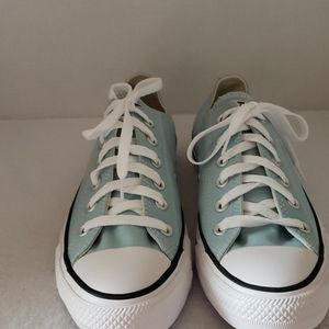 Converse   NWOT Women's All Star Tennis Shoes Sz 9